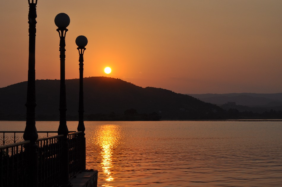 Sunset over Lake Pichola in Udaipur
